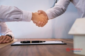 real_estate_agent_handshake_business_partnership_meeting_concept_1715_765 (1).jpg